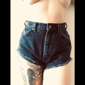 Vintage Lee High Waist riveted jean shorts blue 6